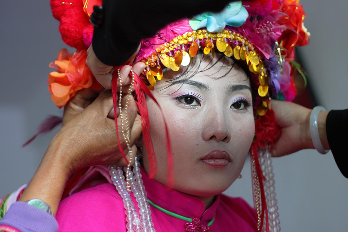 Panna młoda z mniejszości Bai